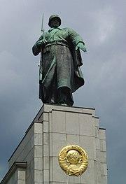 Sowjetischer Soldat Sowjetisches Ehrenmal (Berlin-Tiergarten)