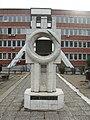 Spomenik ispred Doma zdravlja u Vranju.jpg