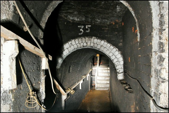Standedge tunnel connecting passage - geograph.org.uk - 1410621