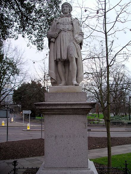 Statue of Sir Thomas White in Coventry, West Midlands Statue sir thomas white 29j07.JPG