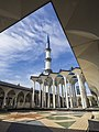 Sultan Salahuddin Abdul Aziz Mosque Courtyard.jpg