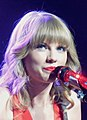 Swift performs in St. Louis, Missouri in 2013.jpg