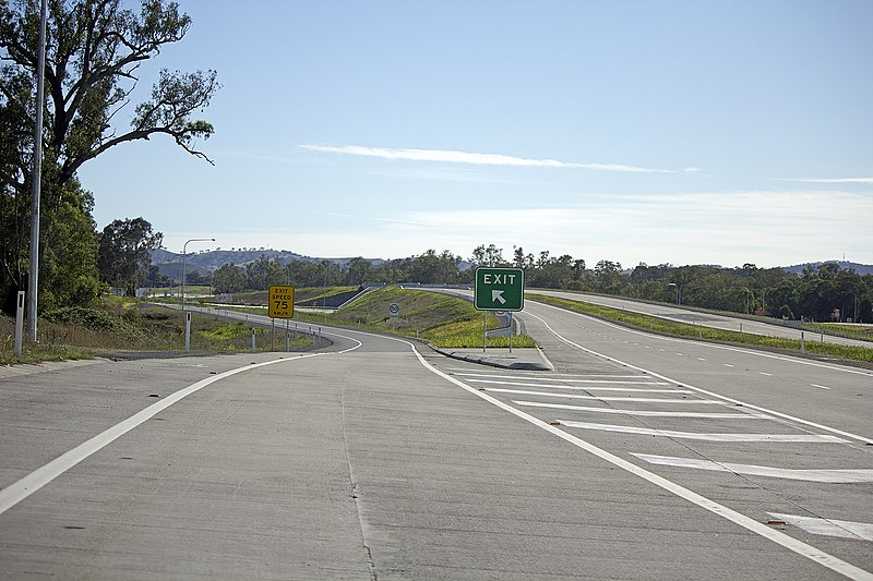 File:Tarcutta exit on the Hume Highway.jpg