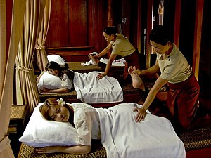 thai body to body massage in bangkok thai massasje vika