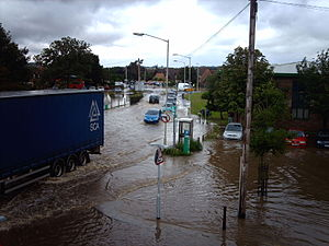 2007 United Kingdom floods - Flooding outside Thatcham railway station on 20 July
