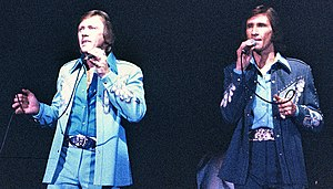 The Righteous Brothers - The Righteous Brothers performing at Knott's Berry Farm  (L-R) Bobby Hatfield and Bill Medley