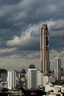 The Baiyoke Tower II closeup in Bangkok, Thaliand.jpg