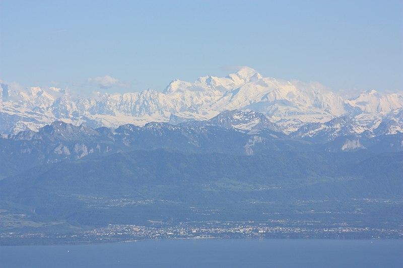 File:Thonon-les-Bains et Mont-Blanc.JPG
