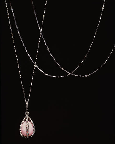 Conch pearl pendant Tiffany and Company - Sautoir with Pearl Pendant - Walters 572034.jpg