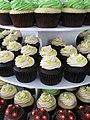 Tiny Flower Wedding Cupcakes (4762391734).jpg