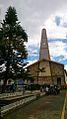 Toledo iglesia, árbol y cielo.jpg