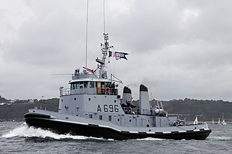 """Opération Daguet - Tugboat Buffle A696 sent from Toulon to support port operations during Operation """"Salamandre"""""""