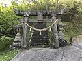 Torii of Kewarabi Shrine 3.jpg