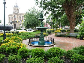 Town square of Lisbon, Ohio and Columbiana County courthouse.JPG