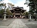 Toyokuni-jinja Karamon 1.jpg