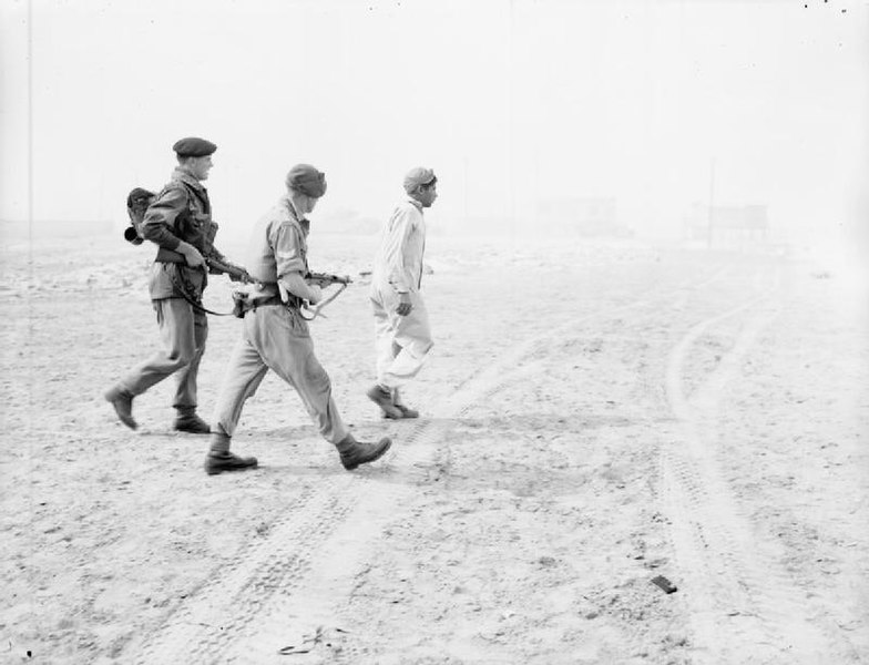 File:Troops of 3rd Battalion Parachute Regiment escort a captured Egyptian soldier on the beach at Port Said.jpg