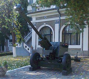 75 mm Reșița Model 1943 - DT-UDR 26 displayed in Timișoara.