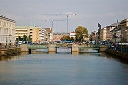 Den store havnekanal og den Tyske bro, set fra Kämpebron.   I baggrunden Brunnsparken og til venstre Rådhuset og Gustaf Adolfs torve.