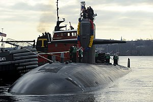 US Navy 111214-N-UM744-002 The Los Angles-class attack submarine USS Dallas (SSN 700) returns to homeport at Submarine Base New London following a.jpg