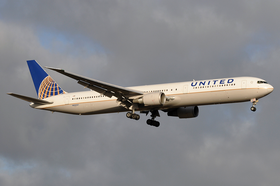 United Airlines Boeing 767-400ER N68061 AMS 2011-3-6.png