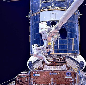 Corrective Optics Space Telescope Axial Replacement - Image: Upgrading Hubble during SM1