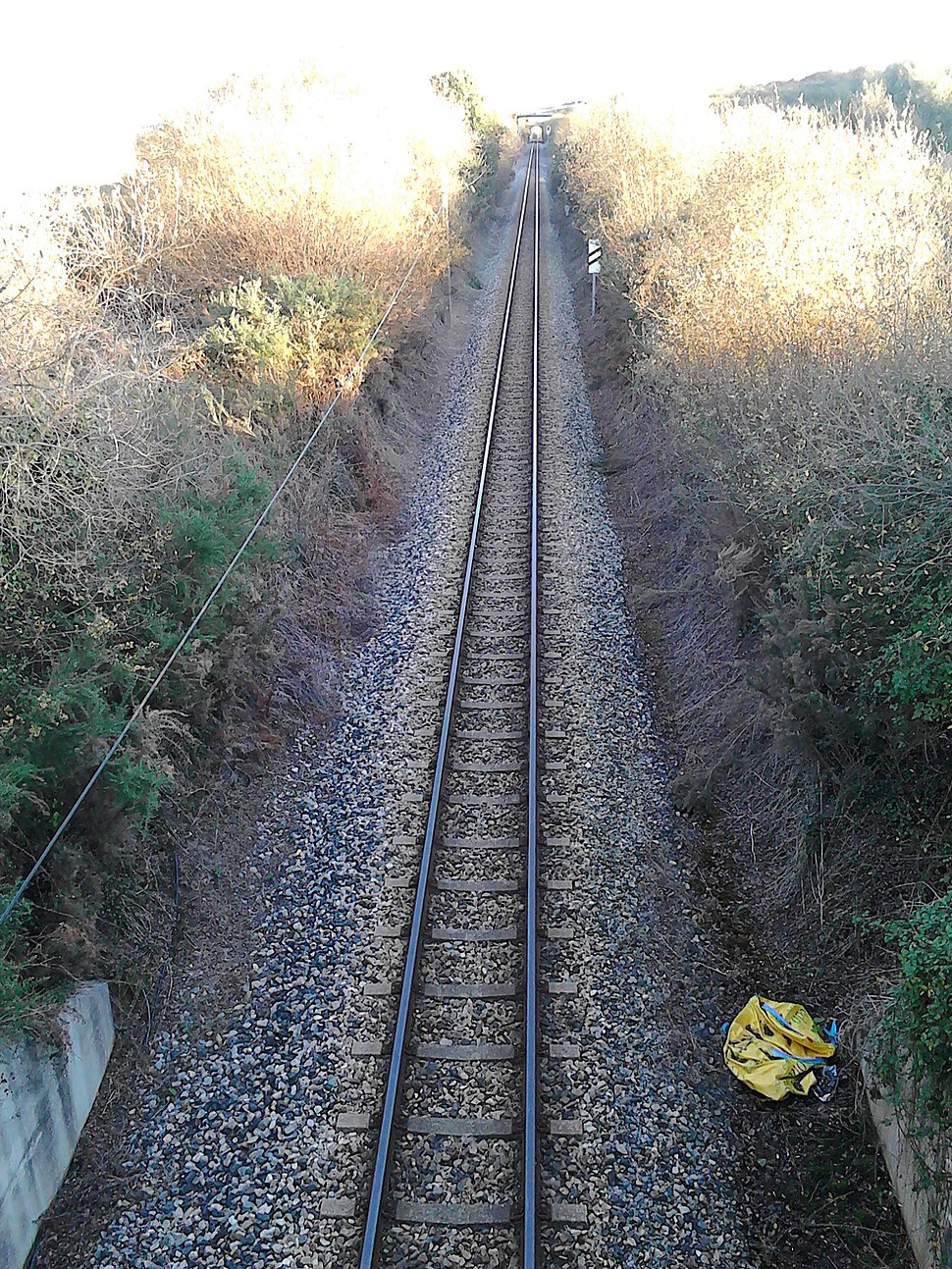 Vía do ferrocarril Ferrol-Xixón preto de Ribadeo