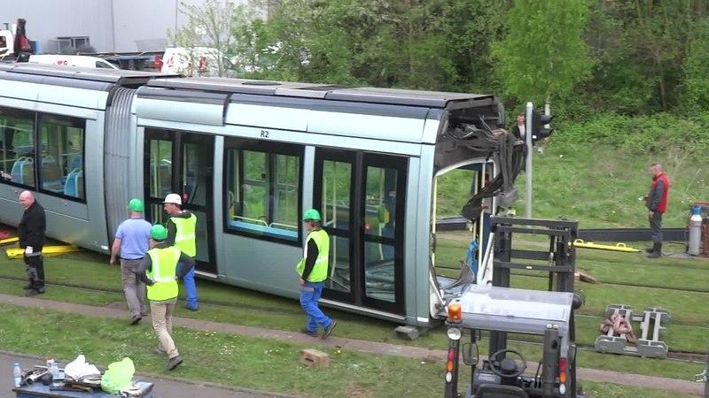File:Valenciennes & Anzin - Déraillement de la rame de tramway n° 17 à la sortie du dépôt de Saint-Waast le 11 avril 2014 (035A).ogv