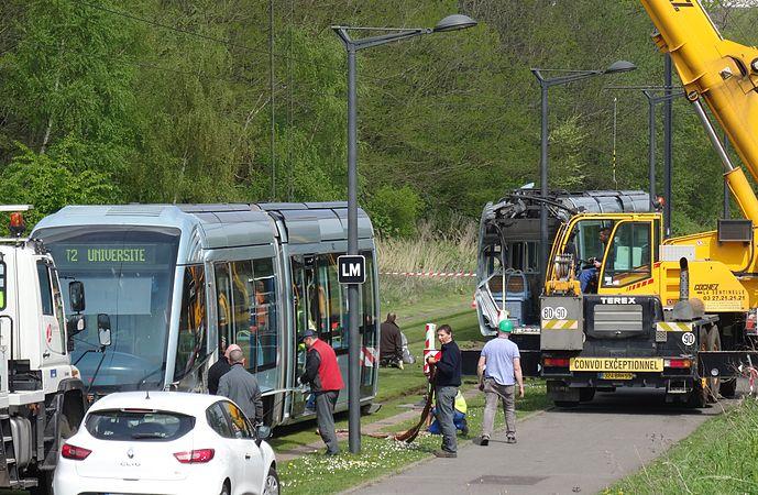Valenciennes & Anzin - Déraillement de la rame de tramway n° 17 à la sortie du dépôt de Saint-Waast le 11 avril 2014 (086).JPG