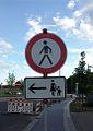 Verkehrsschilder - Frauen und Kinder links.jpg