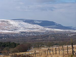 View from Llwydcoed towards Hirwaun March 2006.jpg