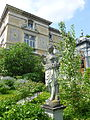 Villa Pathumba Statue.jpg