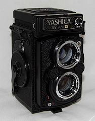 Vintage Yashica MAT-124G Twin-Lens Reflex Film Camera, Made In Japan (20267472298).jpg