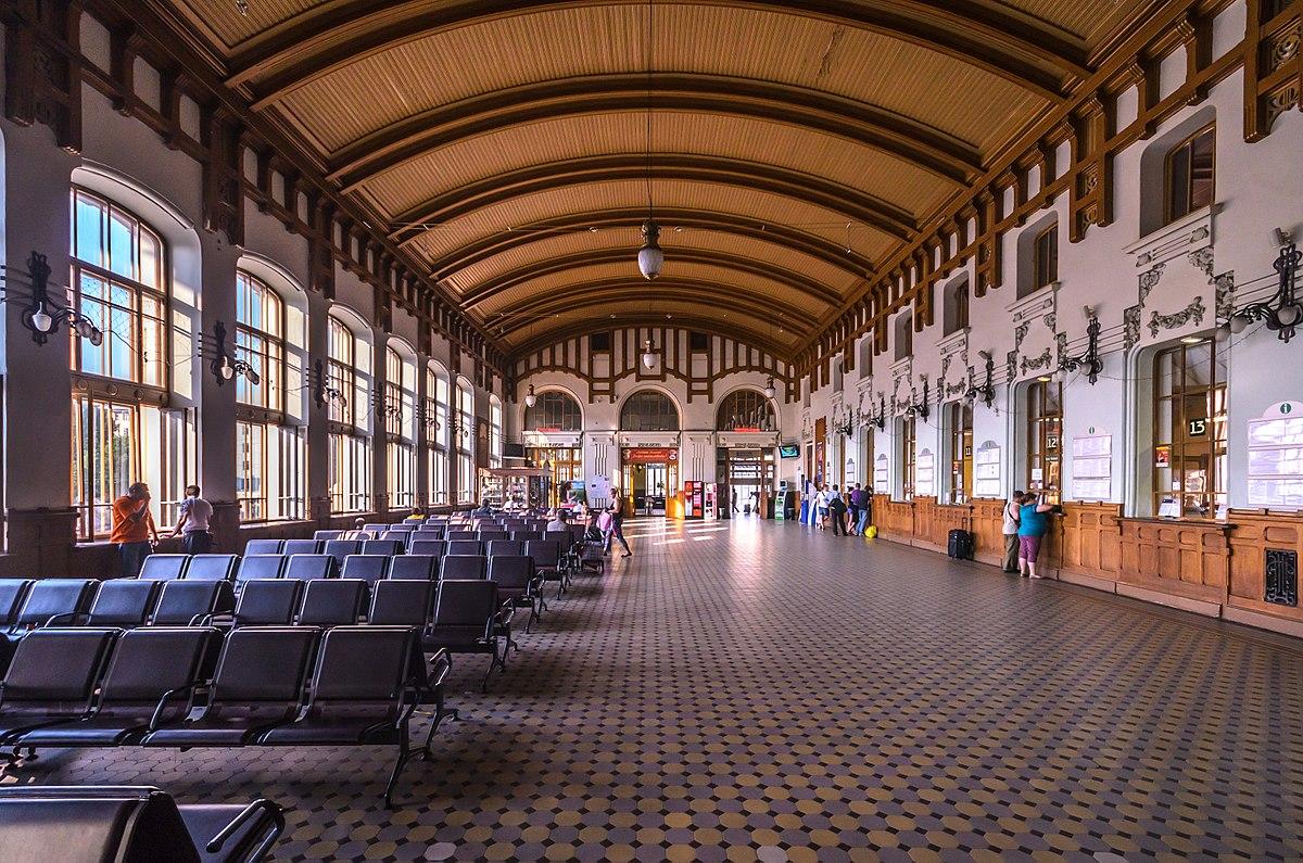 1200px-Vitebsky_Rail_Terminal_Ticket_Hall_2.jpg