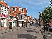 220px-Volendam,_straatzicht2_2010-06-05_17.42.JPG