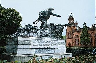 Cameronians War Memorial - Image: War memorial to all ranks of Cameronians