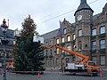 Weihnachtsbaum vor dem Düsseldorfer Marktplatz, November 2019.jpg