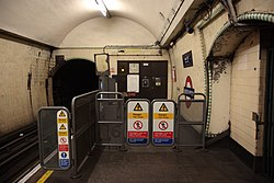 WoodGreen - South end of westbound platform before (4570826169).jpg