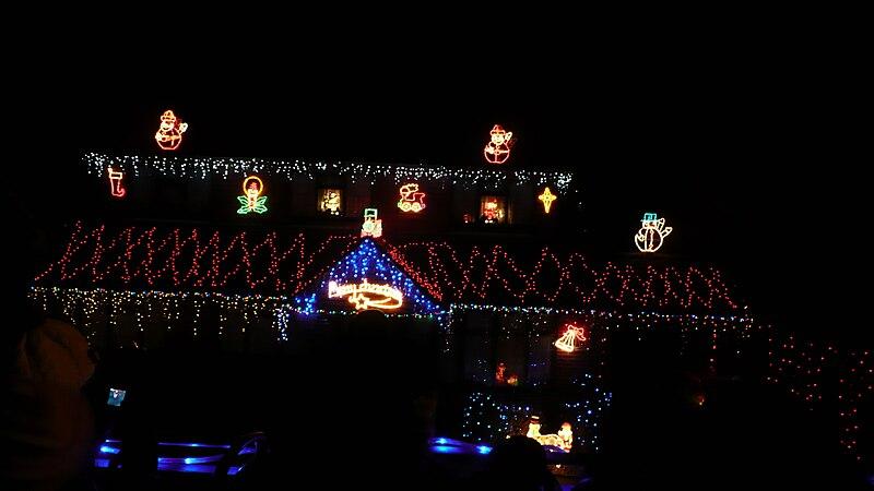 File:Wootton House Christmas Lights.JPG
