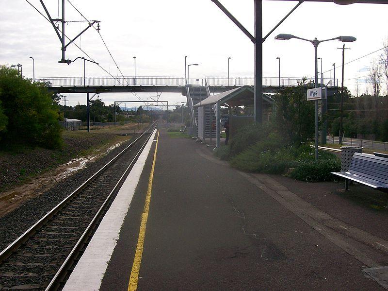 File:Wyee railway station footbridge.JPG