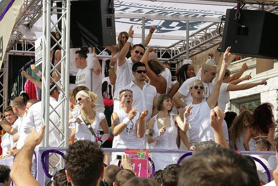 Zurich Street Parade 2007 001