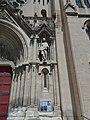 Église Saint-Baudile de Nîmes - Statue à droite du portail.jpg