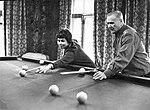 Андрей Ерёменко с супругой Ниной играют в бильярд.jpg