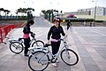 Баку, бульвар, велосипедистки.JPG