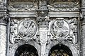 Барельєф над здвоєним арочним вікном.jpg
