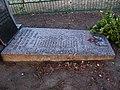 Братська могила, с.Леніна, надмогильний камінь.JPG