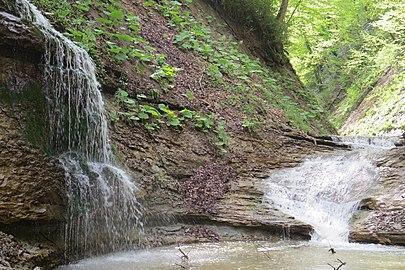 Водопады на реке Аминовка.jpg