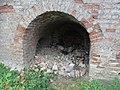 В арке - слева остатки прохода на стену.JPG