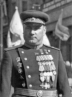 Генерал-майор И.И. Якубовский на улице Москвы.jpeg