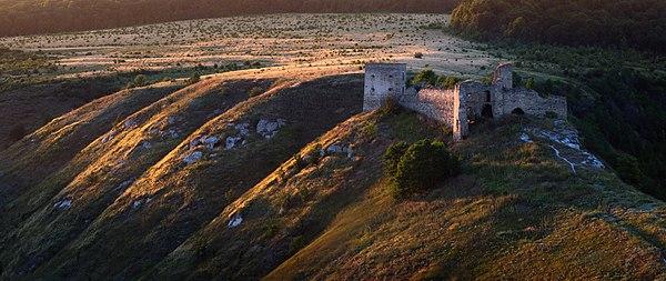 Руїни Кудринецького замку, с. Кудринці, © Сергій Рижков, ліцензія CC-BY-SA-4.0