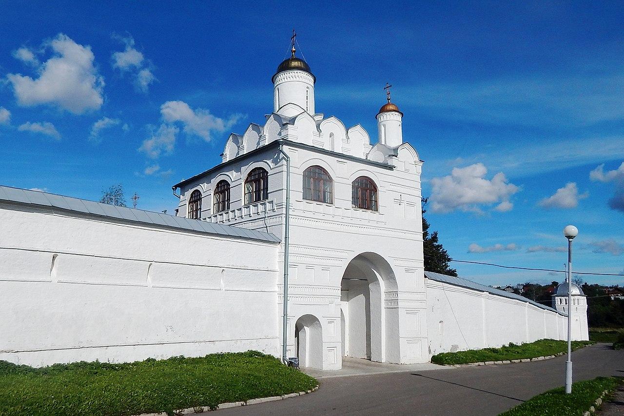 Суздаль. Святые ворота с Благовещенской надвратной церковью постройки 1515 года.jpg